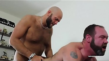 Derek Gauge fucks Topher Phoenix