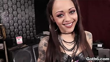 Holy moly! Punk babe Holly Hendrix is just too HOT!