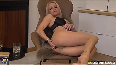 British MILF Tara Spades playing with herself