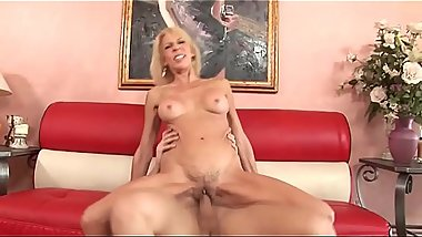Erica Lauren Shows Why Mature Women Fuck The Best