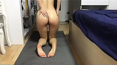Beautiful Chinese girl masturbate after yoga | xchinesecam.com