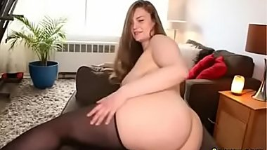 Chubby babe wants to sit on your face (8camz.com)
