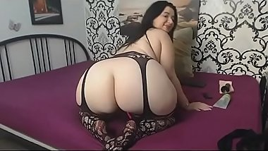 Thick bbw lives show nice ass on cam