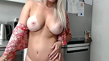 spanish girlfriend show her body to her boyfriend en cam show &gt_&gt_  youcamhub.com